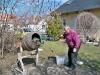 A betonkeverő mesterember... sörrel működik!